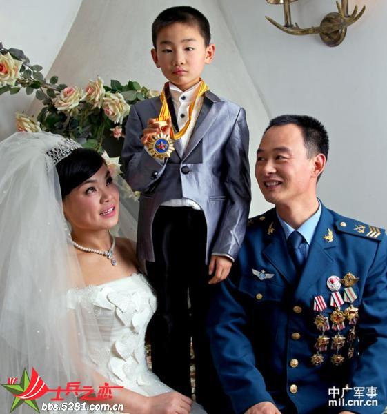 有关军婚的唯美照片_