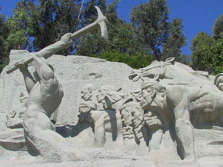 目的地 云南省 昆明市 滇缅公路纪念雕塑碑;
