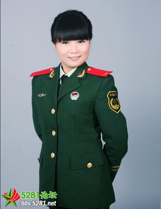 穿男友部队女兵的军装照片