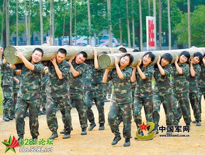 巾帼不让须眉---第二炮兵某旅女兵,男兵展开对抗赛
