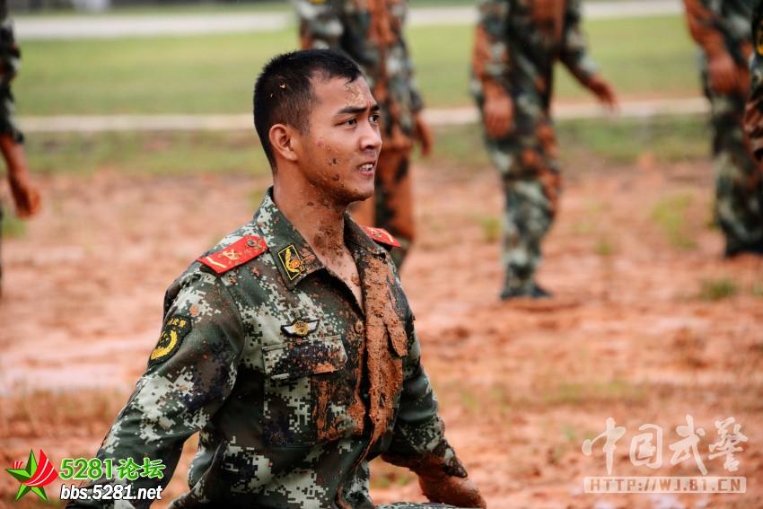 都是硬汉子:武警部队训练强度不比特种兵差图片