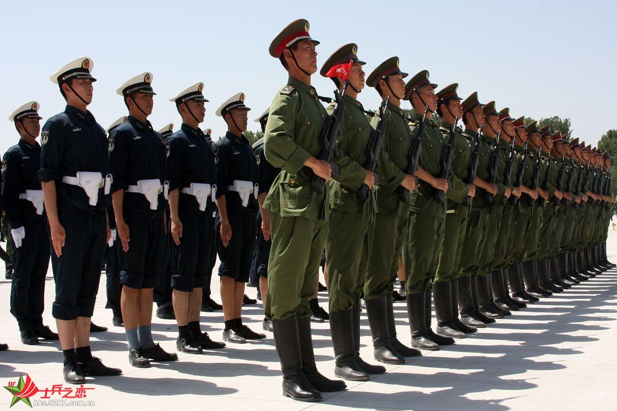 北京天安广场仪仗队升旗图片
